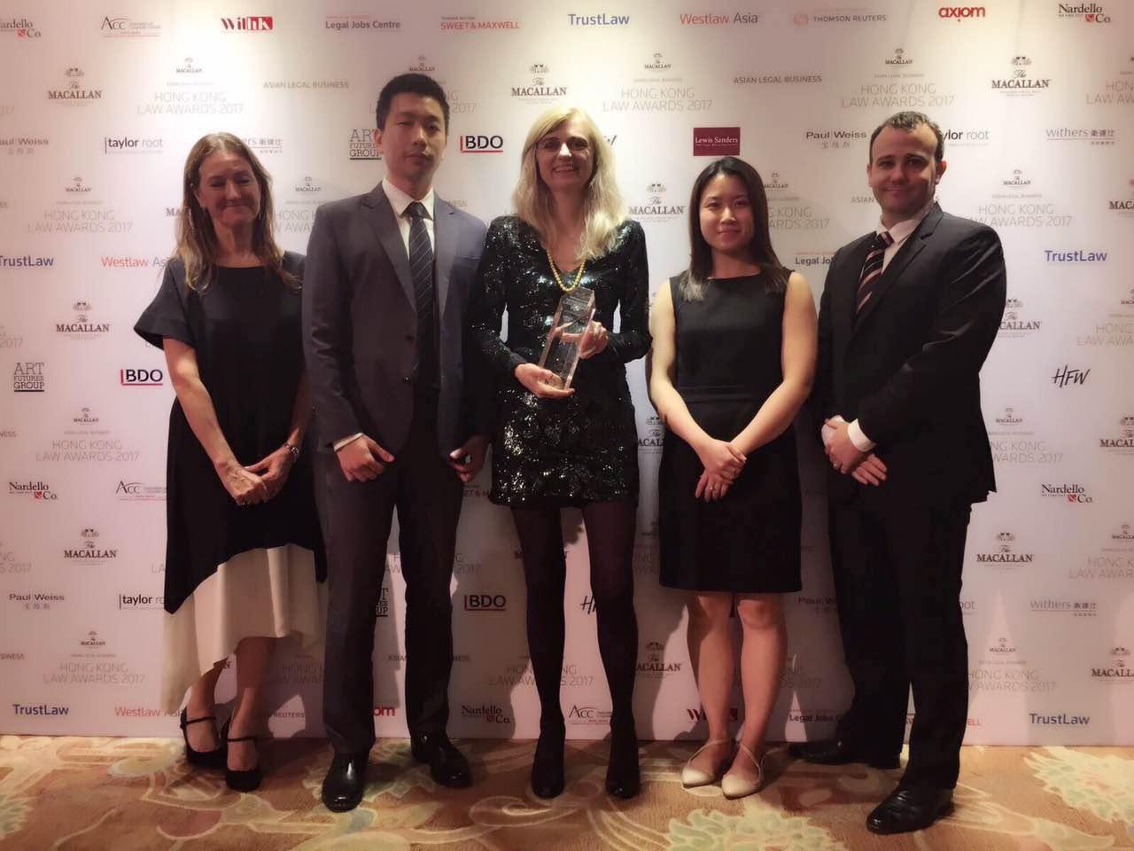 """易周律师行赢得《亚洲法律事务月刊》颁发的""""2017年度最佳专项律师事务所""""奖项"""